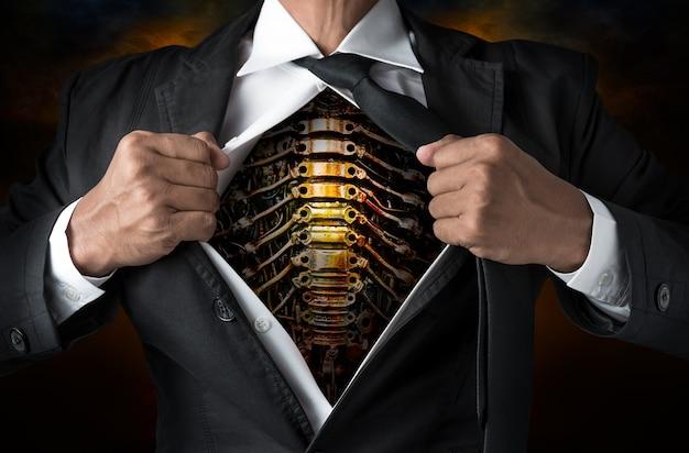 Aço dentro do corpo do empresário no conceito de trabalhador
