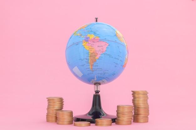 Ações de crescimento financeiro de conceito de moeda empilhada investem receita de impostos
