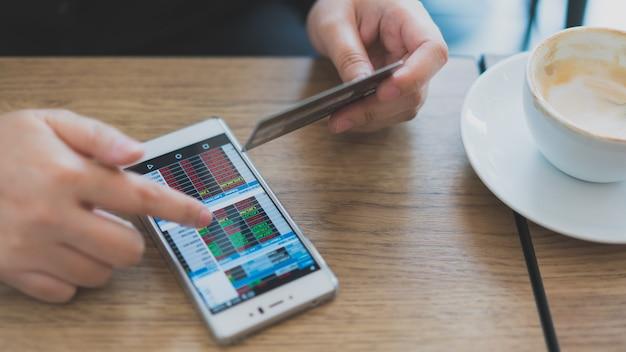 Ações no celular com cartão de crédito