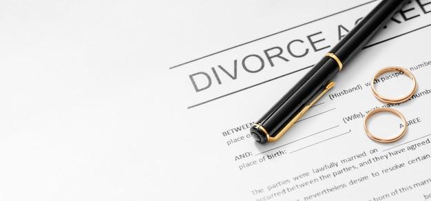Acordo de divórcio com caneta