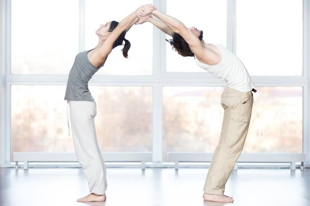Acroyoga, estendendo-se para trás bend pose
