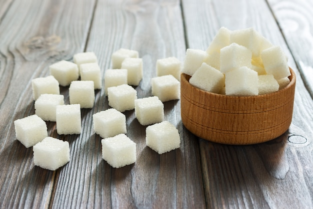 Açúcar branco em taças. foco seletivo, horizontal