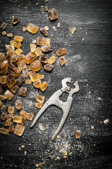 Açúcar cristal com alicate