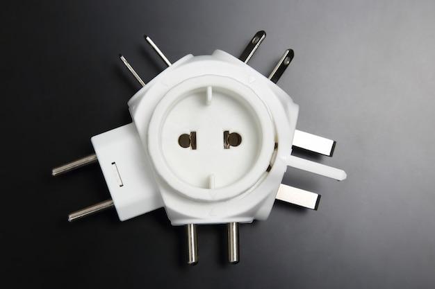 Adaptador para diferentes plugues elétricos