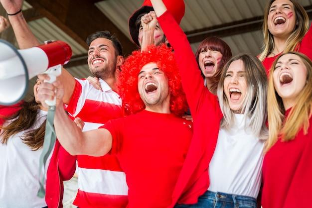 Adeptos de futebol no estádio