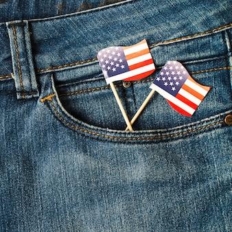 Adereços de bandeira americana eua no bolso da calça jeans
