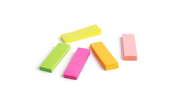 Adesivos coloridos isolados. favoritos.