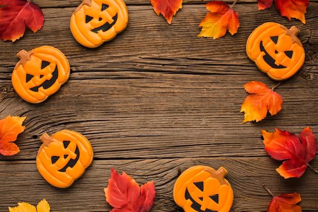 Adesivos de festa de halloween em fundo de madeira