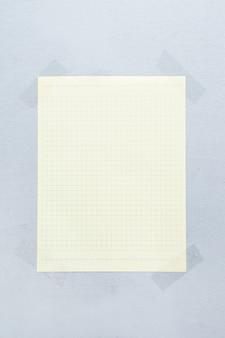 Adesivos segurando papel