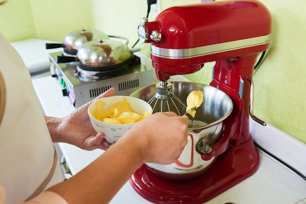 Adicionando manteiga macia
