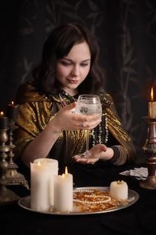 Adivinhação com vela, foco no vidro