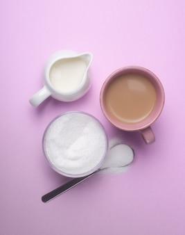 Adoçar café com leite com adoçante