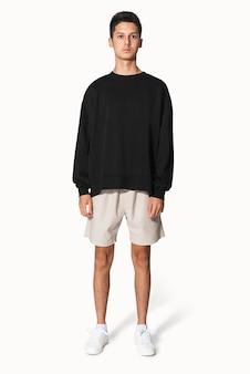 Adolescente em suéter preto retrato de roupas de inverno