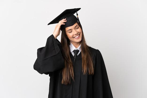 Adolescente universitário brasileiro com fundo branco isolado sorrindo muito