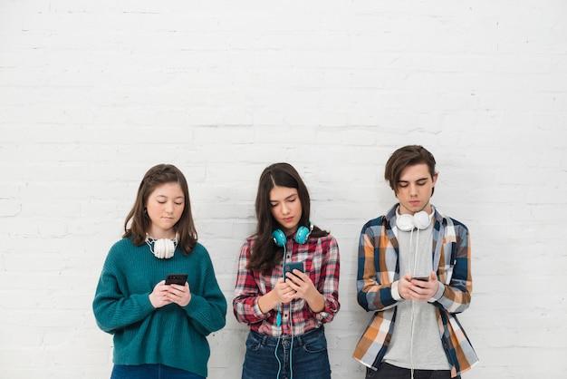 Adolescentes, usando, smartphone