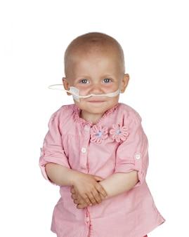 Adorável bebê batendo a doença