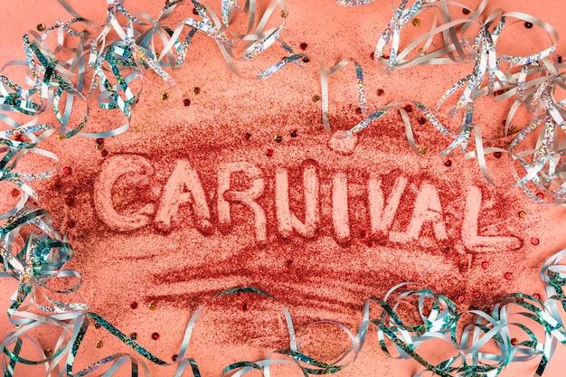 Adorável composição de carnaval com estilo colorido