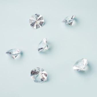 Adorável conceito de diamante com estilo elegante