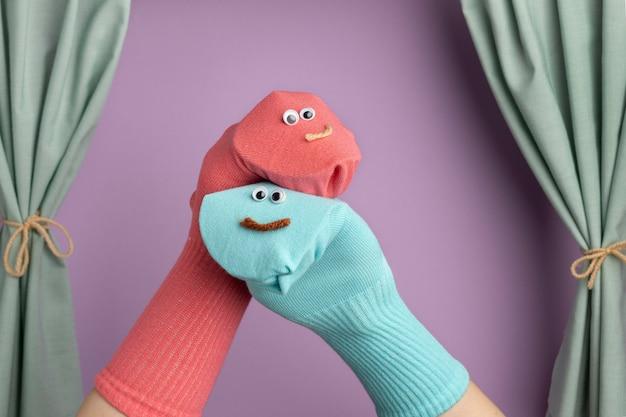 Adorável show de fantoches para crianças