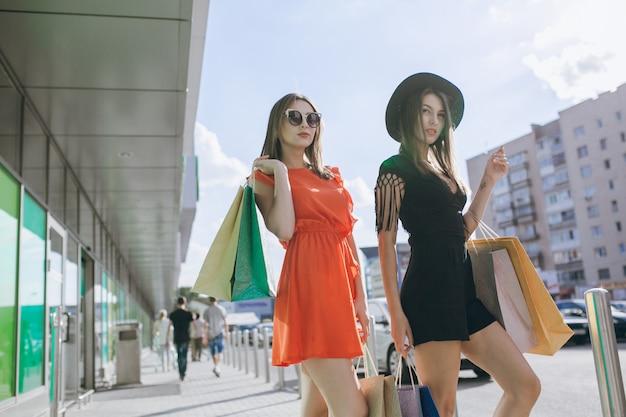 Adultos ao ar livre óculos de sol gastos casuais
