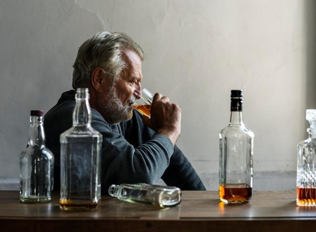 Adultos que consomem bebida alcoólica