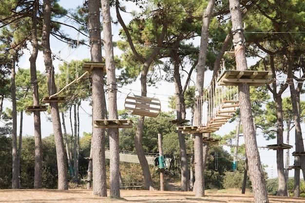 Adventure climbing high wire park ativa esportiva com todos os equipamentos