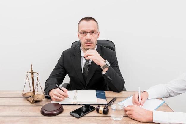 Advogado com cliente