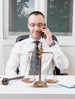 Advogado falando