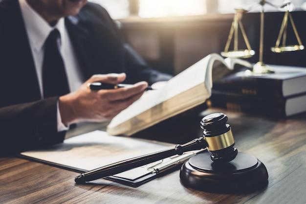 Advogado ou conselheiro de juiz