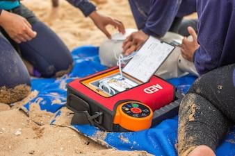 AED na vítima se afogando