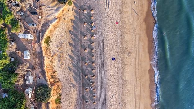 Aéreo. paisagem do céu das praias do algarve quarteira vilamoura.