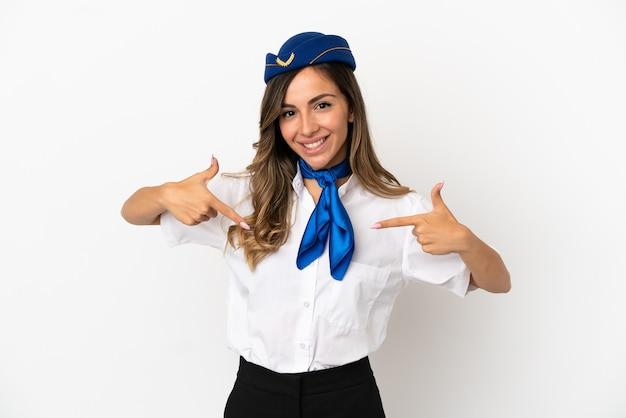 Aeromoça de avião sobre fundo branco isolado orgulhosa e satisfeita