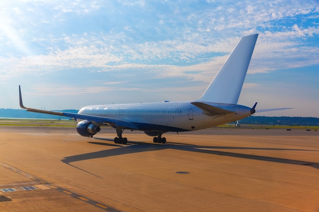Aeronave no aeroporto, preparando-se para decolar
