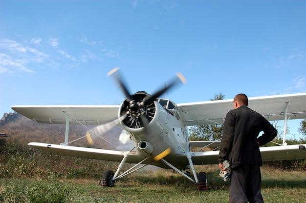 Aeronave turboélice com motor leve está pronta para voar. primeiro avião ucraniano do pós-guerra an-2.