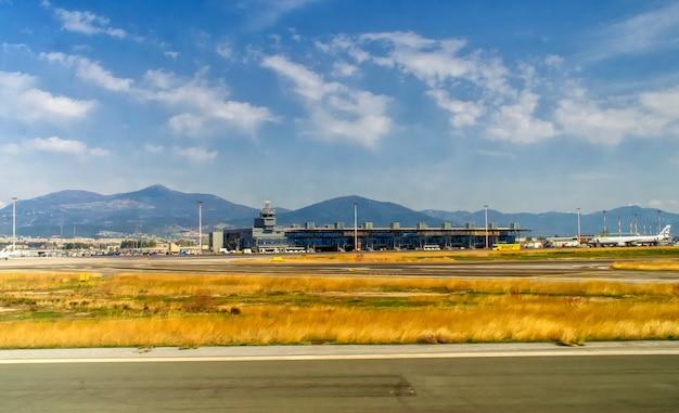 Aeroporto internacional de tessalônica macedônia.