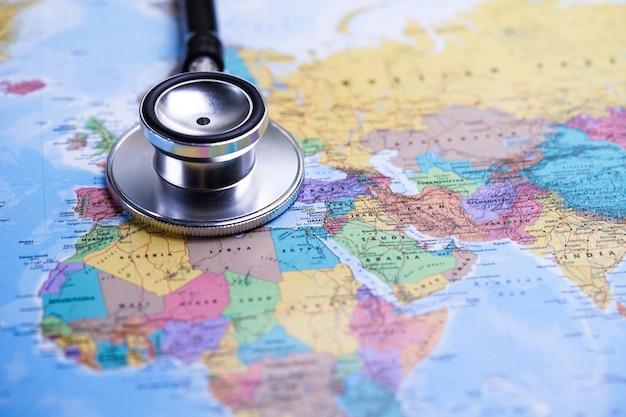 África: estetoscópio com mapa do mundo