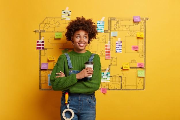 Afro-americano pronto para reformar a casa