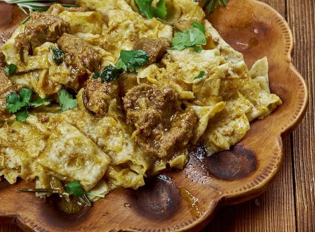 Afyon kebabi - kebab turco com lavash