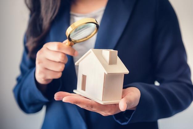 Agência de venda de corretora de investigação de propriedades imobiliárias.