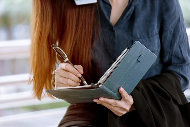 Agenda da mulher planejadora agendar e organizar compromisso 2021 calendar event.