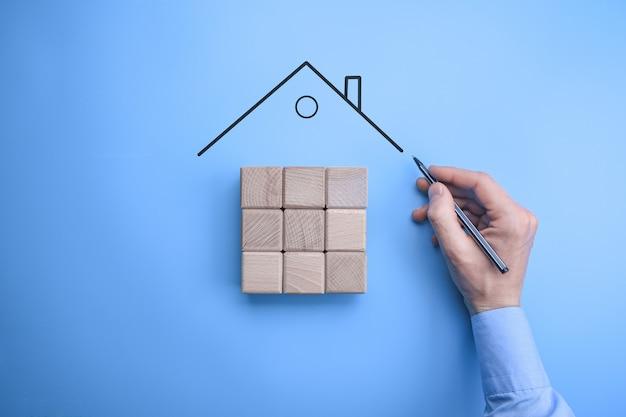 Agente imobiliário oferta casa representada mercado de seguros