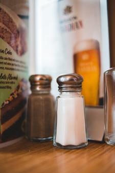 Agitadores de condimentos de sal e pimenta