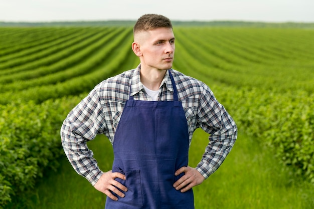 Agricultor com avental