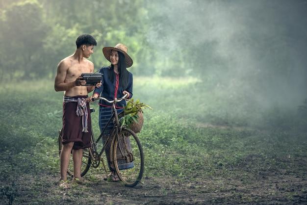 Agricultor de casal tailandês