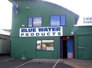 Água azul, facas