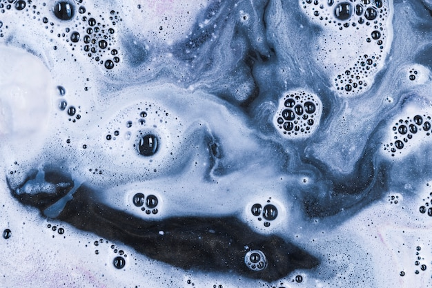 Água branca com bolhas