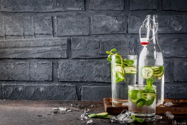 Água com infusão de hortelã e pepino
