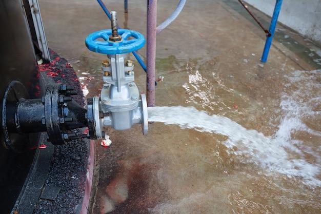 Água da válvula do óleo do tanque de drenagem do fluxo na pressão