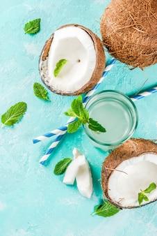 Água de coco orgânica fresca