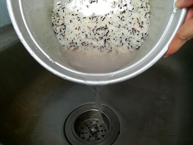 Água de lavar arroz close-up